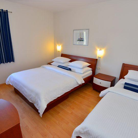 http://dalmatina.eu/wp-content/uploads/2017/02/bedroom-apartment-11-makarska-540x540.jpg